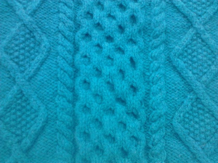 Pannello centrale di un maglione Aran fatto da mia nonna per me