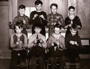 Classe Maschile lavora a maglia per lo sforzo belico - UK, 1940